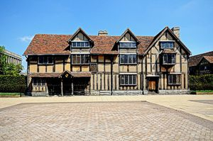 https://www.shakespearemarathon.org.uk/wp-content/uploads/2016/12/Shakespeares-birthplace.jpg